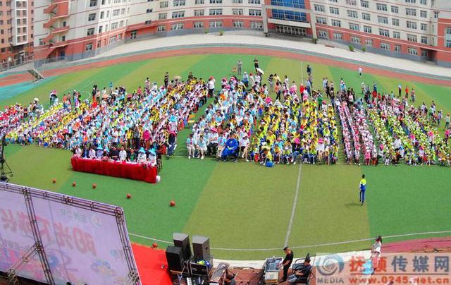 快乐的节日简谱,东洲二校六一演出有欢乐有感动 即将毕业的郭德纲弟子表演前谢学校老师
