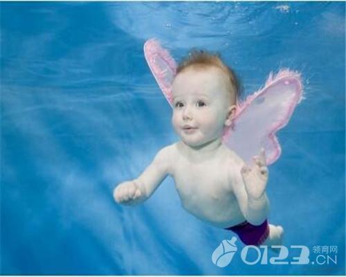 婴儿游泳,婴儿游泳好处多,婴儿游泳须知