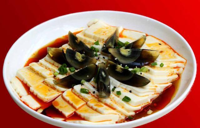 皮蛋豆腐的做法,皮蛋豆腐的家常做法 皮蛋鲜嫩爽滑的秘诀