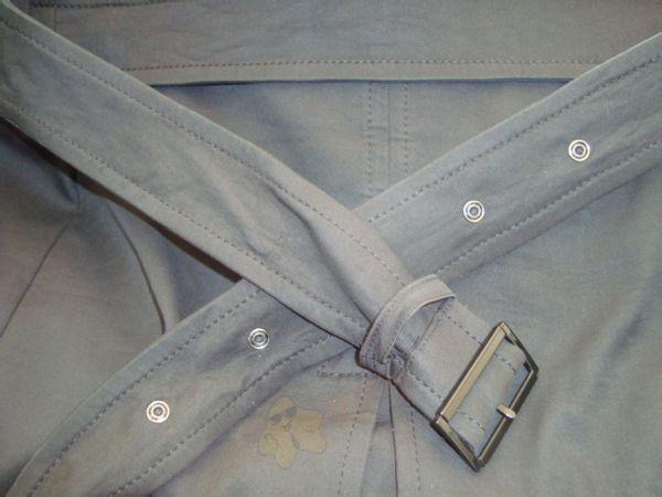 风衣后面的腰带怎么系,图解风衣后腰带的系法,简单易学!