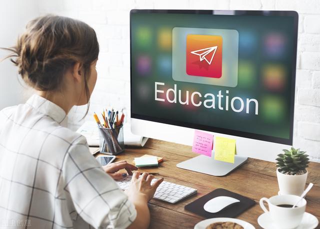 英语教学中多媒体的应用,冲击着传统的一张嘴、一支粉笔