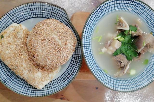 羊肉汤的做法及配料,羊汤怎么做?应该放什么香料?很多人不懂装懂,把羊汤熬成了药汤