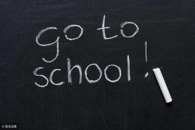 """校园短句,""""在学校里""""不要再说I'm in school,老师估计哭笑不得!"""