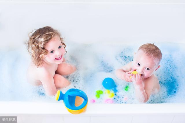 婴儿洗澡,新生儿宝宝正确洗澡的方式方法