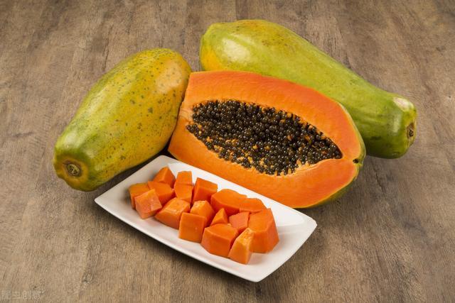 木瓜的正确吃法,吃木瓜对身体有什么好处?分享2种吃法既美味,营养又加倍