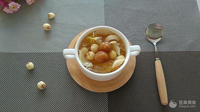 银耳莲子汤的做法,银耳百合莲子汤的做法