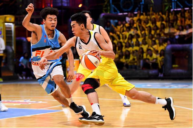 打篮球的技巧,篮球教学:新手如何快速学会打篮球,这些小知识值得学习