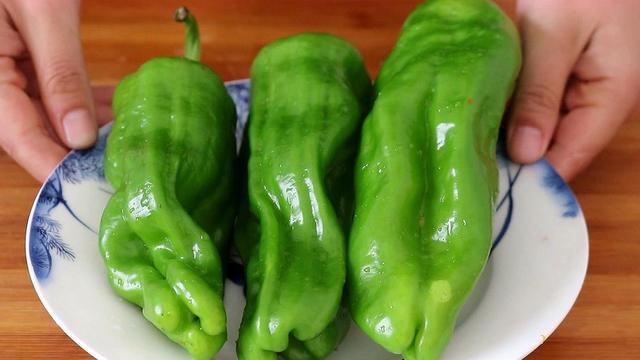 怎么做辣椒,辣椒这样做实在太好吃了,天天吃都不腻,开胃解馋,超简单