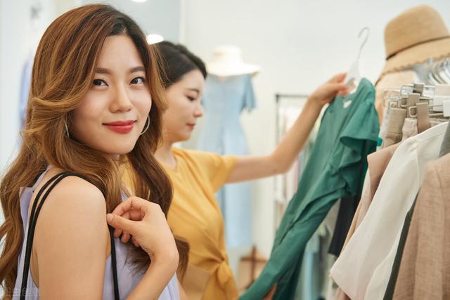 服装营销策划,江西美女开服装店,衣服只卖1块钱,反倒月入20万,学学她的套路