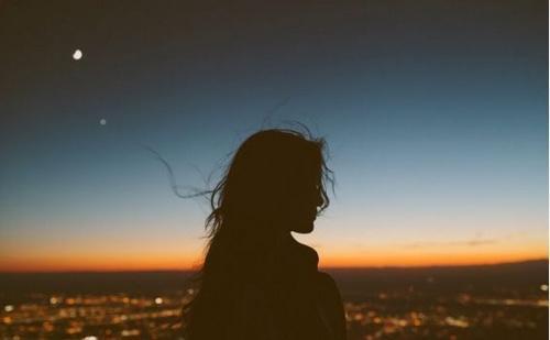 无助的句子,特别无助的心情说说,很短很伤感,让人边看边哭!