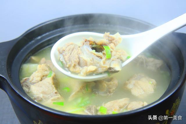 淮山排骨汤的做法,排骨汤这样做更好喝,厨师长教你几个小技巧,很多人第一步就错了
