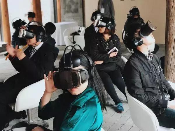 vr的电影,VR电影,到底是个什么样的体验?丨特冷门