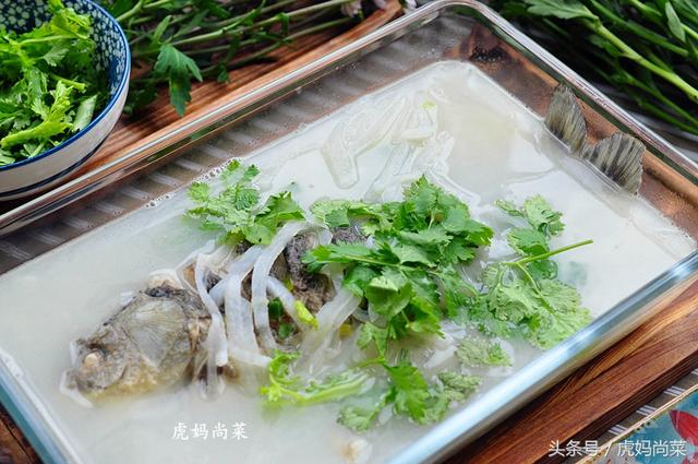 鱼汤的做法,好喝的鱼汤这样煮,颜色奶白无腥味,一滴油没有,鲜美又顺气
