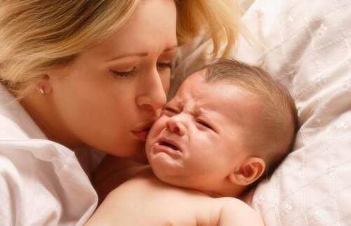 婴儿眼屎,医生支招:宝宝出生后眼屎多是什么原因呢?