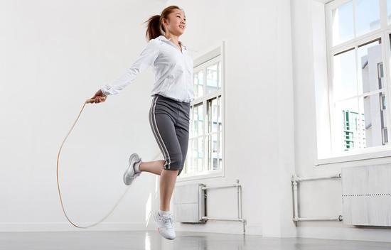 跳绳的正确方法与技巧,跳绳的5种方法,让你安全有效的燃脂塑形!