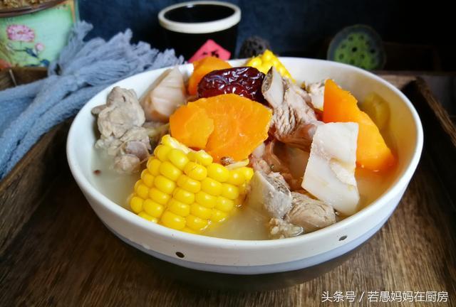 炖排骨汤的做法,排骨汤这样炖,味道鲜美无腥味,清爽不油腻,每次炖一锅都不够吃