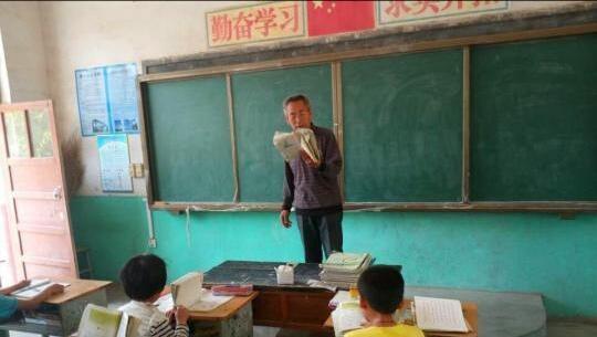形容教师的句子,七言「教师赞」