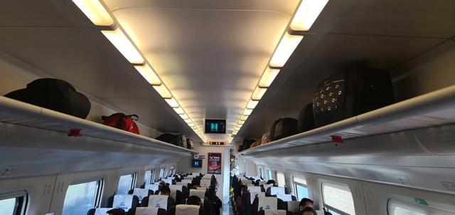 高铁怎么做,坐高铁,原来这儿也可以放行李!竟有这么多学问