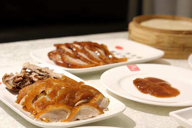 鸭饼的吃法,吃烤鸭必备菜品:乌鱼蛋汤 芥末鸭掌 香拌鸭胗 麻辣鸭膀丝