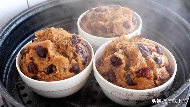 红糖发糕的做法,红糖大枣发糕的详细制作方法,又香又甜又好吃,做法超简单