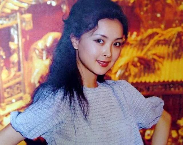 Vũ nữ nổi tiếng Zhou Jie qua đời được mệnh danh là
