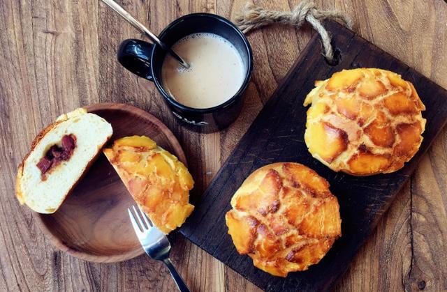 叉烧包的做法,在家自制叉烧菠萝包,既有菠萝的香气,又饱含蜜汁叉烧,味道独特