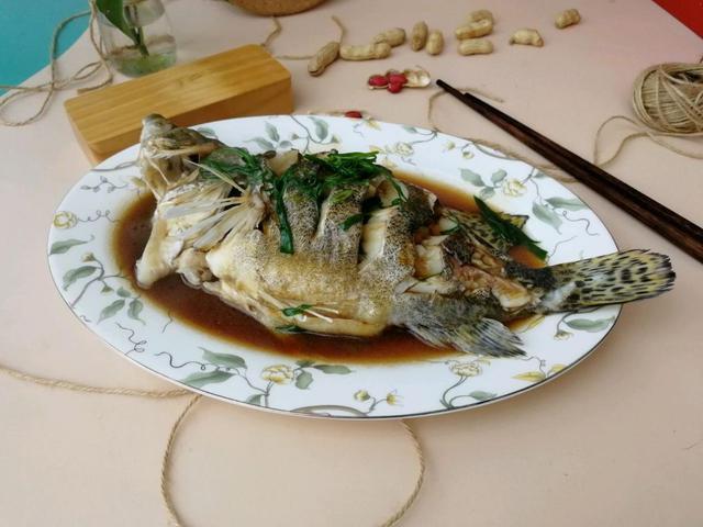 清蒸桂鱼怎么做,肥美佳品,来自河神的馈赠,清蒸鳜鱼鲜嫩多汁,多吃还减肥