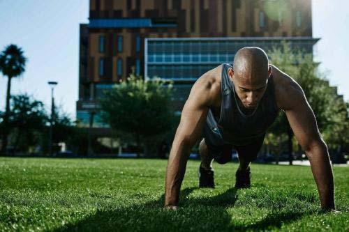 俯卧撑的正确做法,做俯卧撑的正确方式及注意事项,掌握它,提高锻炼效果
