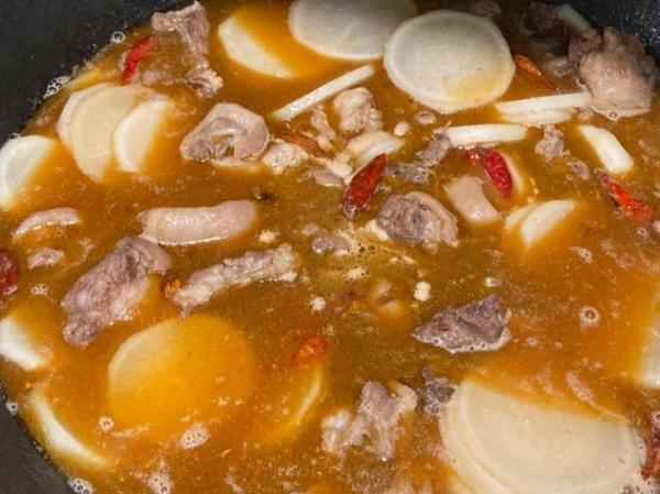 羊肉火锅的做法,又到火锅季,手把手教你做羊肉火锅,美美地吃上一顿吧