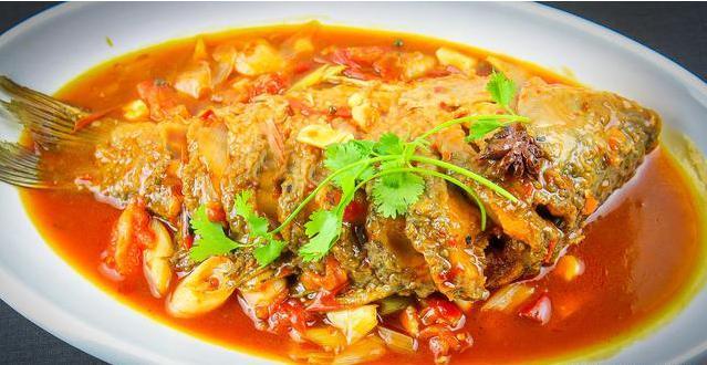 红烧鲤鱼的做法,红烧鲤鱼家常做法,很多人都不会,大厨给你分享详细技巧