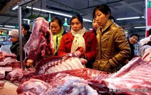 """好消息好消息,猪肉14.8元/斤,肉价回到""""解放前"""",还有三个好消息"""