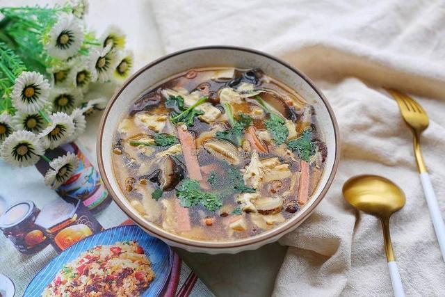 """酸辣汤怎么做,春节吃的油腻,教你做""""酸辣汤"""",喝一次就忘不了"""