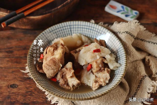 淮山排骨汤的做法,刮个淮山,手红痒抓了一整天,没想到和排骨一起炖那么好吃好喝