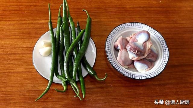 鸭胗的做法大全,鸭胗这样打花刀,既好看又容易熟,教你青椒爆炒鸭胗的做法,下饭