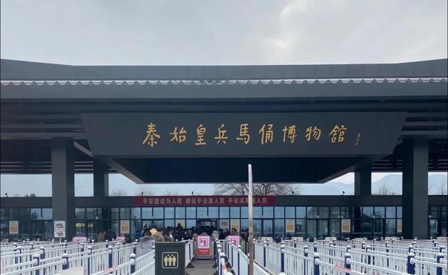兵马俑简介,西安旅游|秦兵马俑