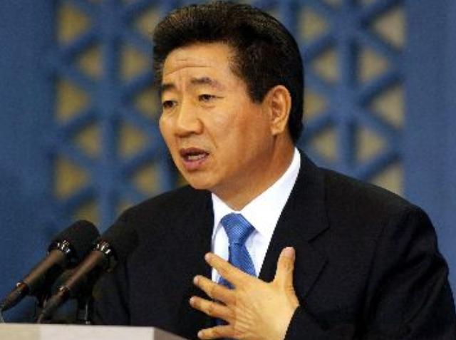 """姓卢的名人,""""草根总统""""卢武铉:当政时对美摇摆不定,卸任后为何跳崖自杀?"""