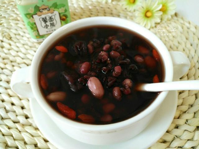 五红汤的做法和功效,小姨每天拿它当早餐,45岁看起来像20,面若桃花,裸妆都很美