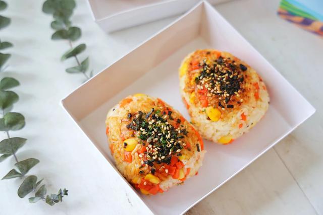 大米的吃法,剩米饭简单加工一下,瞬间变成高级美食,外出野餐,既方便又美味