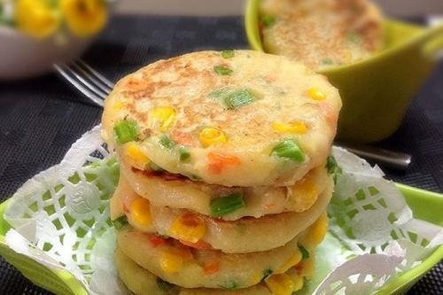 土豆饼的做法,土豆饼最简单的做法,10分钟做好,金黄酥脆,解决了全家人的早餐