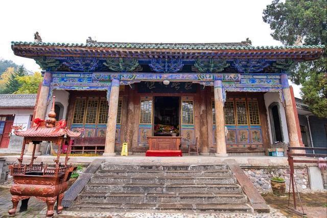 寺的诗,杜甫写了一百多首诗赞美此寺庙,风景别有一番韵味,你知道是哪吗