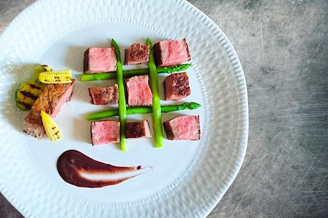 牛排怎么煎好吃又简单,煎牛排时,直接煎就不对了,记住这几步,鲜嫩入味不塞牙,特好吃