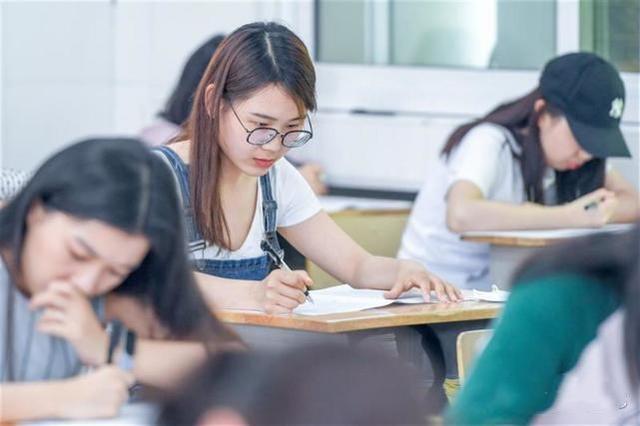英文教师节祝福语,学生不交英语作业,老师出了5句中译英作业,句句说出学生心里话