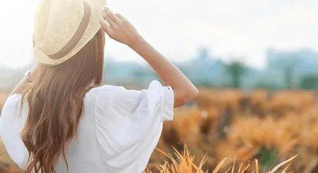 生活不易的句子,生活本身就是不容易!珍惜所拥有的,既便有风雨,也得努力前行