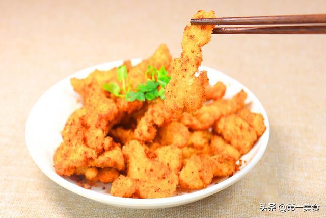炸鸡柳的做法,外面卖十五的炸鸡柳,在家一块鸡胸肉炸一大盘,酥软香脆真简单