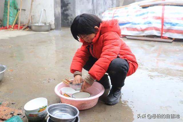 幼女图片,农村实拍:看到这个7岁小女孩的生活,相信你再也不会怨天尤人