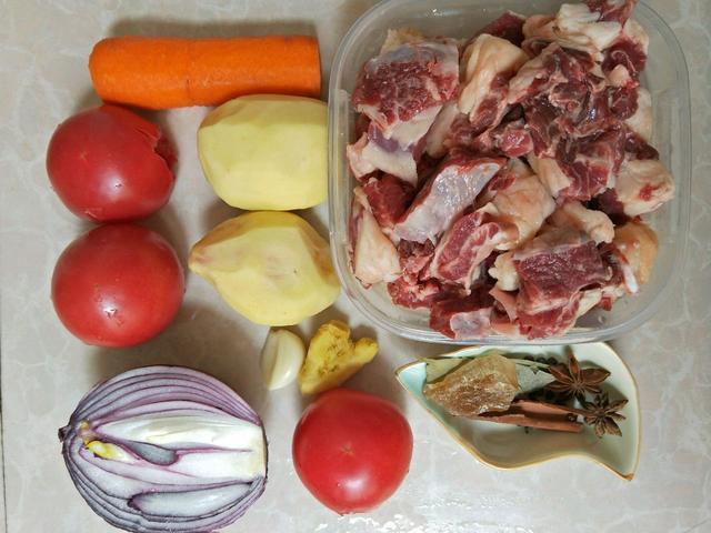 西红柿炖牛腩的做法,最简单的西红柿炖牛腩教程,再手残也能成功,做给孩子吃助发育