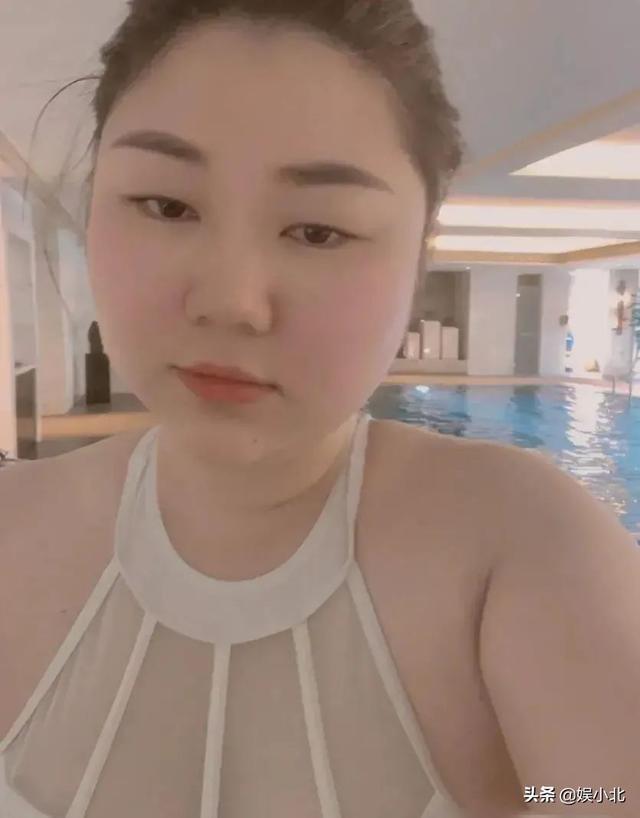 杨天真胆大发布泳装照,自信满满不管不顾容颜焦虑情绪