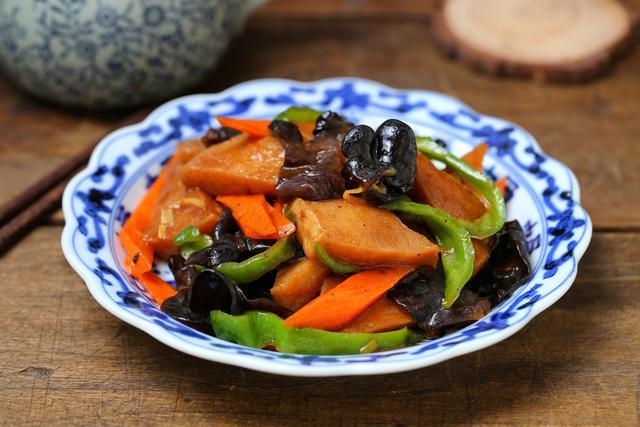 千叶豆腐的做法,千叶豆腐就用红烧的做法,简单快手,鲜香美味,软嫩入味比肉好吃