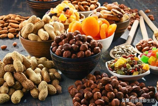 坚果类食品有哪些,新春佳节,若不差钱,囤上这6种坚果,虽然贵点但营养丰富口感好