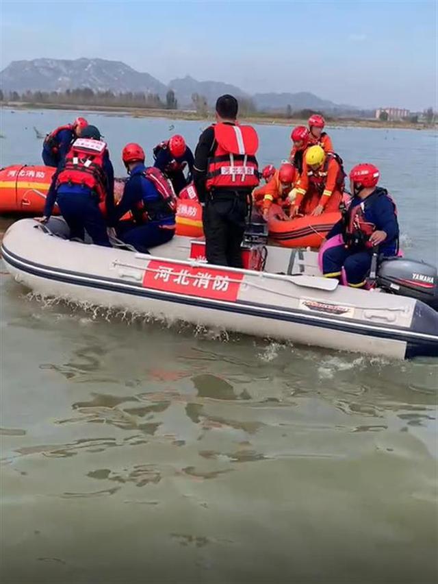 大巴坠河,失联人也找到,事故致14人遇难, 全球新闻风头榜 第1张